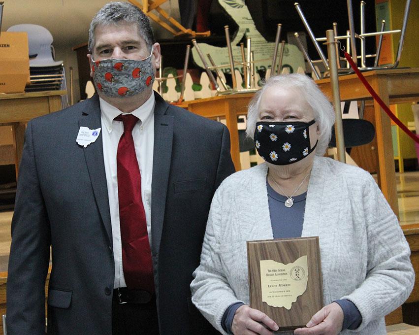 Linda Morris receives the Veteran Member Award for 25 years of service.