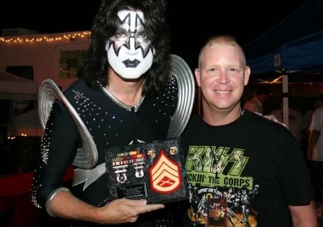 Tommy Thayer of Kiss and I backstage in San Juan Capistrano California 27 July 2007.