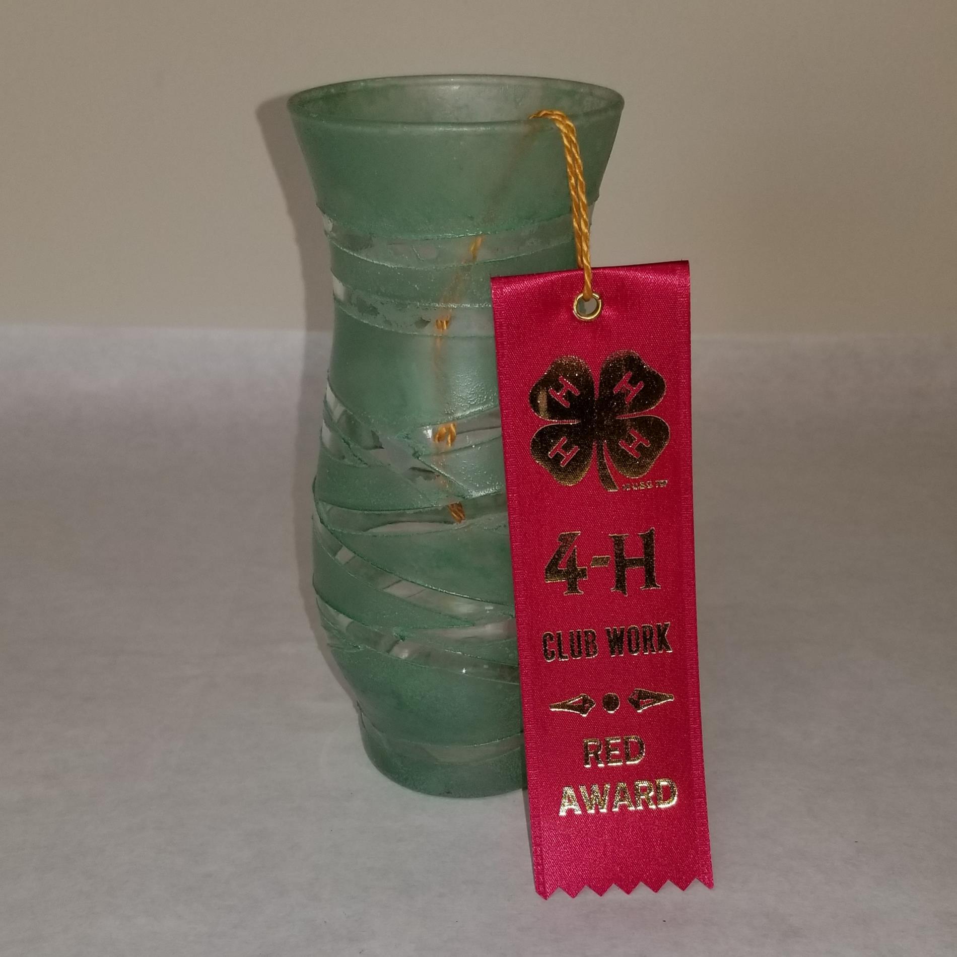 Sarah, Vase