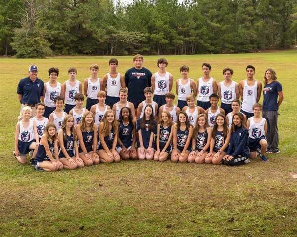 Cross Country Middle School & Varsity Team at the field