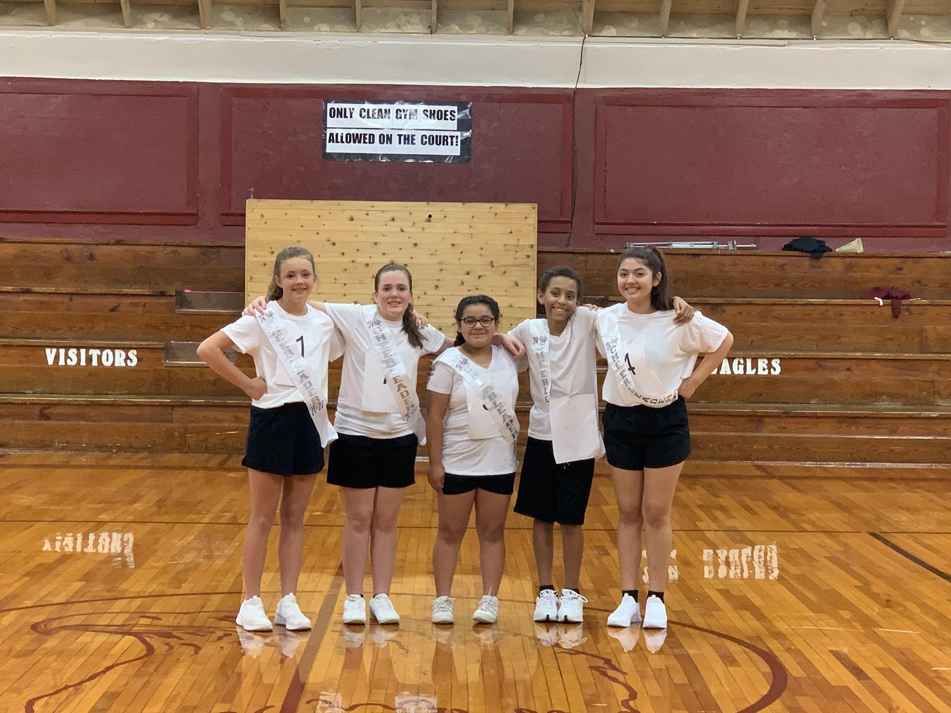 Middle School Cheerleaders 2021