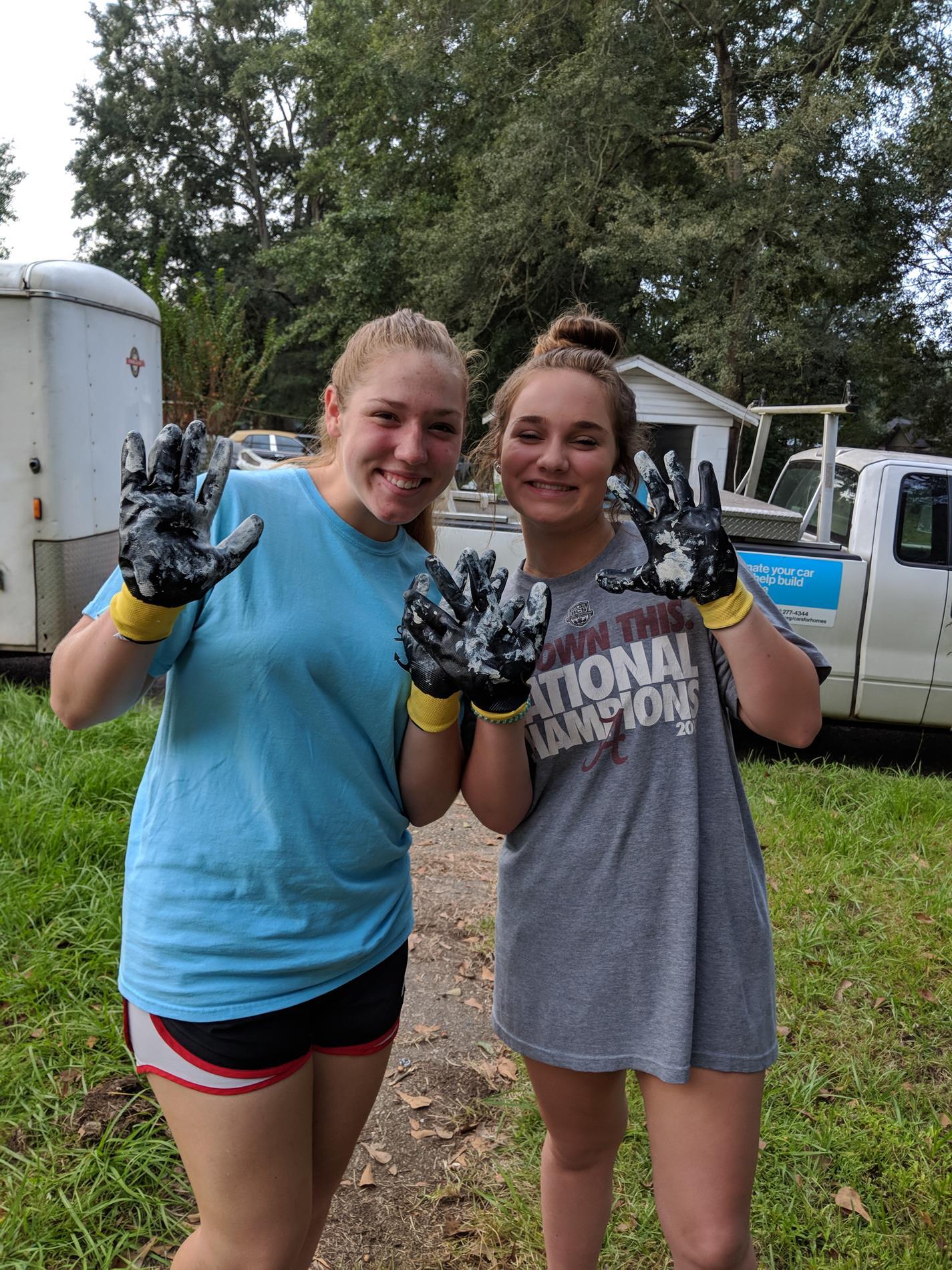 Laney Taylor and Jada Deakle aren't afraid of a little paint.