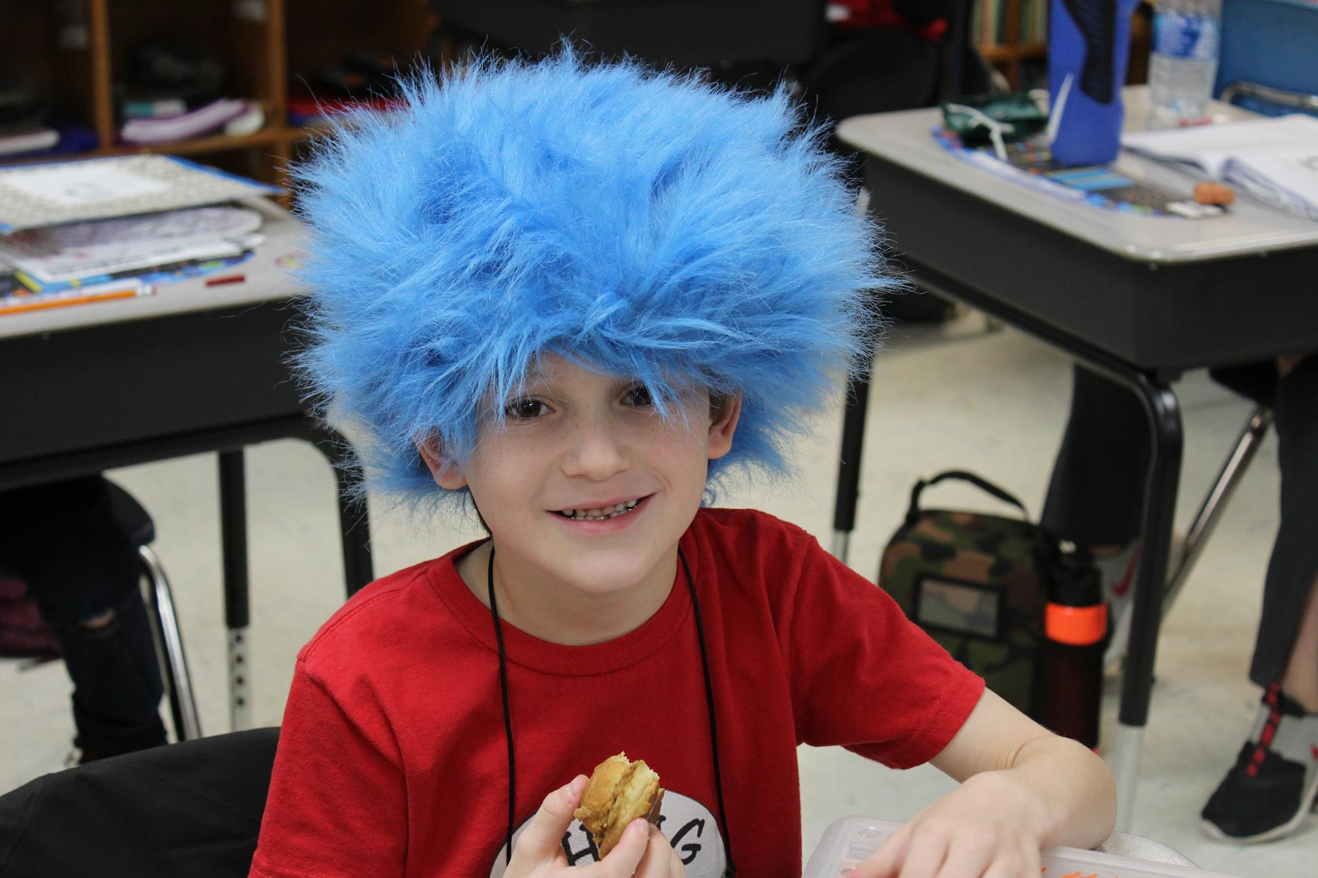 student dressed as thing 1