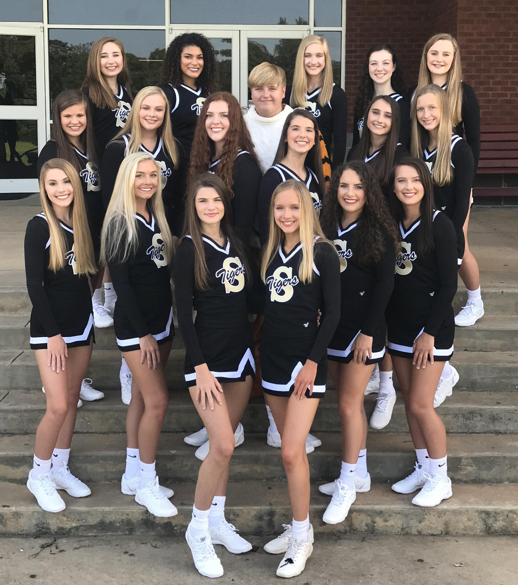 2020-2021 Varsity Cheerleaders