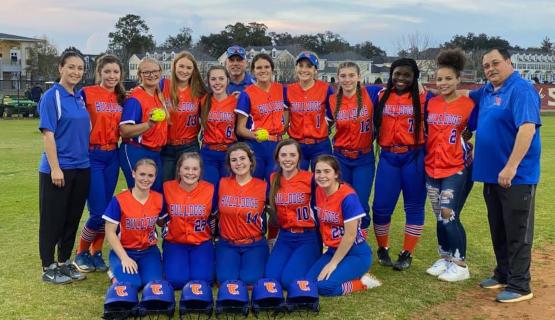 Lady Bulldog Softball Team and coaches