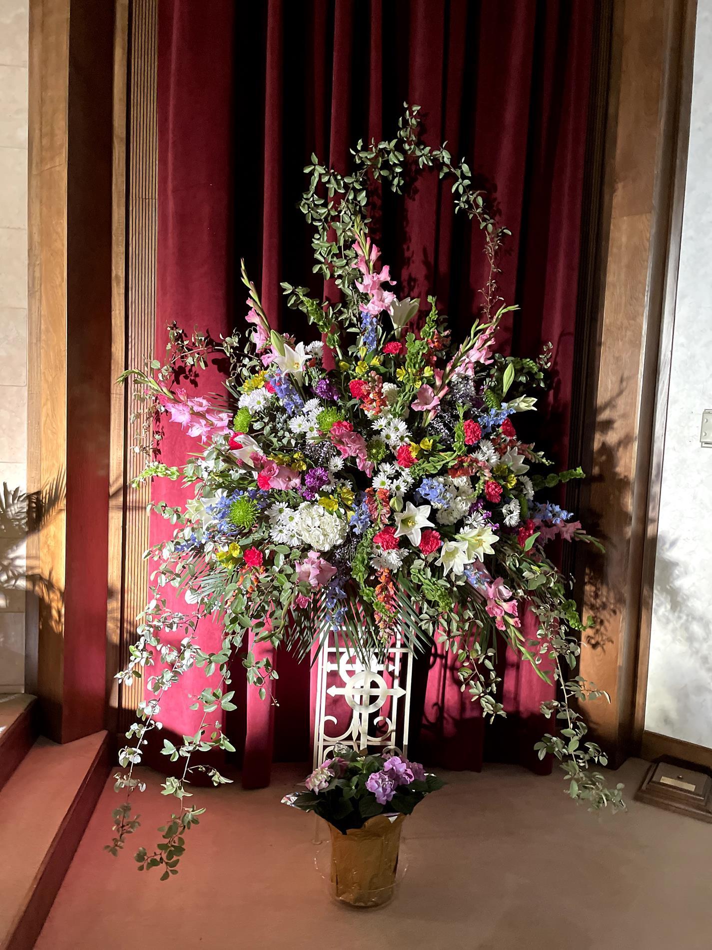 Beautiful arrangements by Lisa Smith!