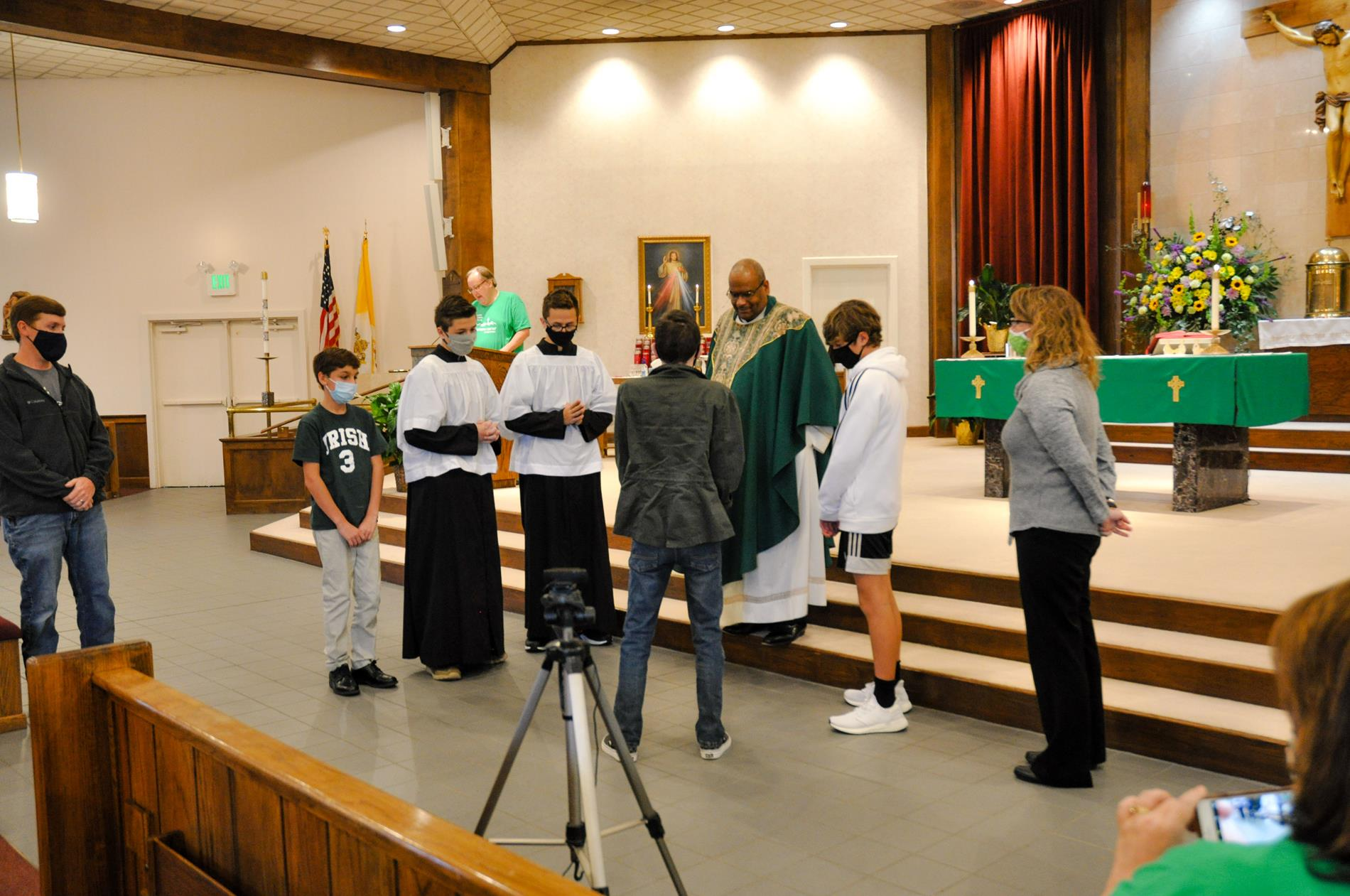 Mason presents plaque in gratitude to Fr. Vernon for his support