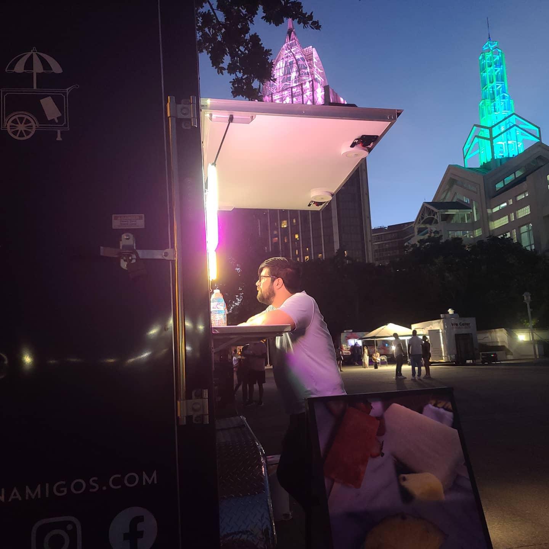 man ordering form Frozen Amigos truck
