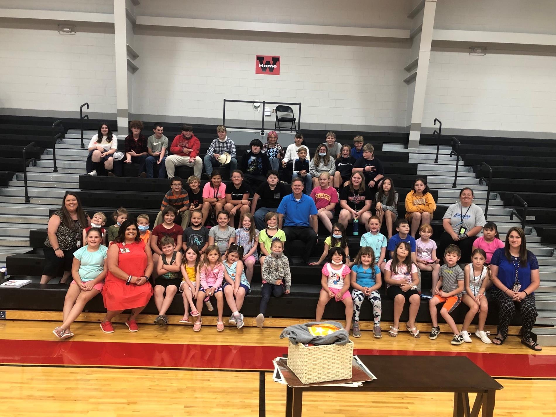 Washburn students group picture with Todd Howell.
